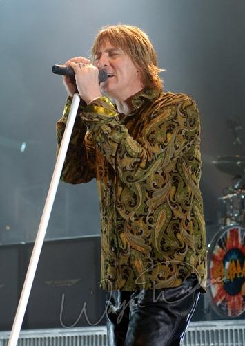 Concert Photography of Def Leppard from Louisville Gardens in